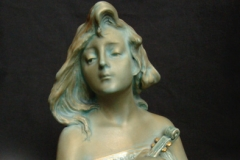 Young woman with violin, Model #4763